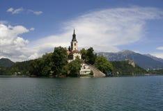 Verlaufener See mit der Kirche auf Insel Stockbilder