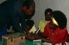 Verlegte Leute in Burundi. stockbild