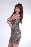Verleidelijk meisje in sexy kleding Stock Foto