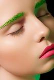 Verleidelijk model met creatieve samenstelling, roze lippen Royalty-vrije Stock Afbeelding