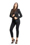 Verleidelijke elegante schoonheid in de zwarte kraag van de kostuumholding met terug geleund hoofd Royalty-vrije Stock Foto