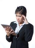 Verletzte Geschäftsfrau mit Kopfschmerzen, Migräne, Druck Lizenzfreie Stockfotos