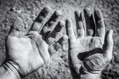Verletzte Hände nach harter Arbeit lizenzfreie stockbilder