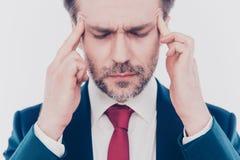 Verletzter Krampf erleiden Symptomhauptchefhauptmanagerkonzept, aufgetauchtes Foto des Abschlusses von trauriges Umkippen fokussi stockfoto