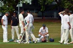 Verletzter Kricketspieler während eines Spiels Lizenzfreies Stockfoto