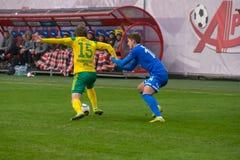 Verletzung von Regeln auf dem Fußballspiel Lizenzfreie Stockfotos