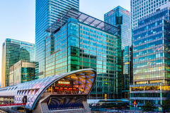 Verlicht Crossrail Place in Canary Wharf Royalty-vrije Stock Afbeeldingen