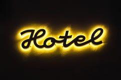 Verlicht hotelteken op het gebouw Stock Foto's