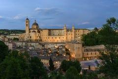 Verlicht kasteel Urbino Italië Stock Foto's