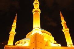 Verlicht Mohammad al Amin Mosque van Beiroet bij nacht stock afbeeldingen