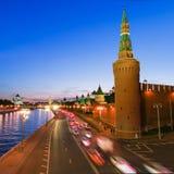 Verlicht Moskou het Kremlin, Rusland bij nacht Royalty-vrije Stock Afbeeldingen