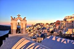 Verlicht Oia Dorp bij Zonsondergang op Santorini-Eiland Royalty-vrije Stock Fotografie