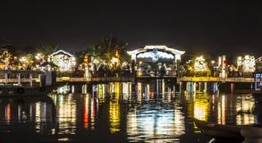 Verlichte brug bij nacht Royalty-vrije Stock Foto's