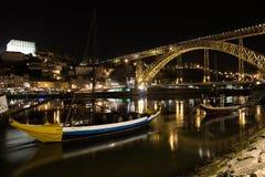 Verlichte brug in Porto, Porto, Portugal stock foto