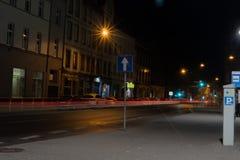 Verlichte carrousel bij nacht stock afbeeldingen