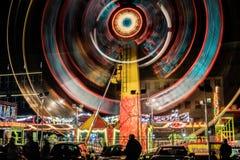 Verlichte carrousel bij nacht royalty-vrije stock afbeelding