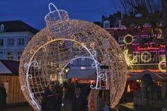 Verlichte chirstmasbal in Maastricht royalty-vrije stock foto