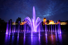 Verlichte fontein bij nacht in Warshau. Polen Royalty-vrije Stock Afbeelding
