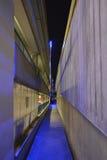 Verlichte Parkeerterreinweg bij Nacht Royalty-vrije Stock Foto's