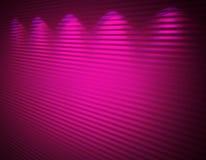 Verlichte roze violette muur, achtergrond Royalty-vrije Stock Foto's