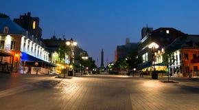 Verlichte Straat in oud Montreal Stock Afbeelding
