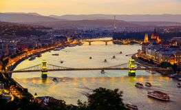 Verlichting van de stad van Boedapest royalty-vrije stock afbeeldingen