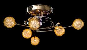 Verlichtingsballen op de gouden kroonluchter in de lamplicht, Lampen op de donkere achtergrond Royalty-vrije Stock Foto