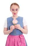 Verliebtes junges Mädchen vom Bayern mit einer Rose Lizenzfreies Stockfoto