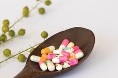 Verlieren Sie altes abgelaufenes der Gewichtskapsel-Pillen stockfoto