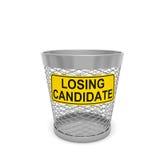 Verlierender Kandidat Warnende Tablette mit Textnachricht auf Abfalleimer Lizenzfreies Stockfoto