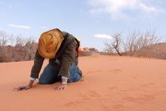 Verliezend geloof in de woestijn Stock Fotografie