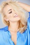 Verlockende schöne blonde Frau Stockbild