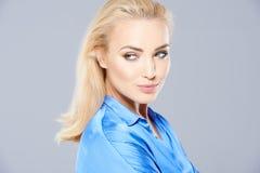 Verlockende schöne junge blonde Frau Lizenzfreies Stockfoto