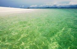 Verlockender tropischer Strand Lizenzfreies Stockfoto
