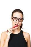 Verloren in gedacht meisje met rode pen Stock Fotografie