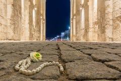 Verloren halsband op de steenweg Royalty-vrije Stock Afbeelding