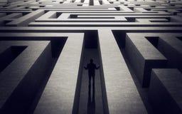 Verloren in labyrint stock foto
