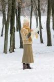 Verloren vrouw met een kaart royalty-vrije stock foto