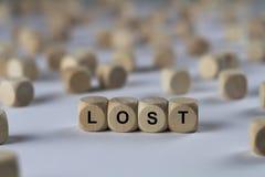 Verloren - Würfel mit Buchstaben, Zeichen mit hölzernen Würfeln Stockfotografie