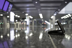Verlorene Geldbörse am Flughafen Stockbild