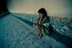 Verlorene junge Frau lizenzfreie stockbilder