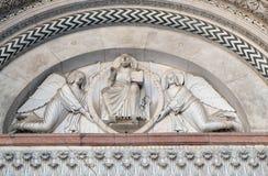 Verlosser in een mandorla door twee engelen wordt gehouden die royalty-vrije stock foto's