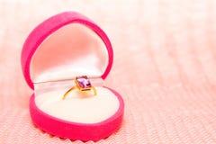 Verlovingsring in Doos Royalty-vrije Stock Afbeelding