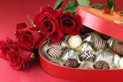 Verlovingsring en Chocolade Stock Foto's