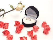 Verlovingsring in zwarte doos Stock Afbeelding