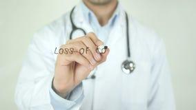 Verlust der Konzentration, Doktor Writing auf transparentem Schirm stock video