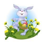 Vermakelijk konijn met paaseieren Stock Foto