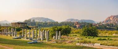 Vermarkten Sie Komplex von Vitthala-Tempel in Hampi, Indien lizenzfreie stockfotografie