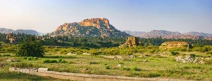 Vermarkten Sie Komplex von Vitthala-Tempel in Hampi, Indien stockfotos