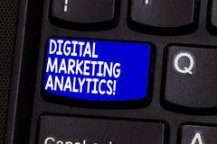 Vermarktender Analytics Wortschreibenstext Digital Geschäftskonzept für Maßnahme Geschäftsmetrik wie Verkehr und Führungen lizenzfreies stockfoto